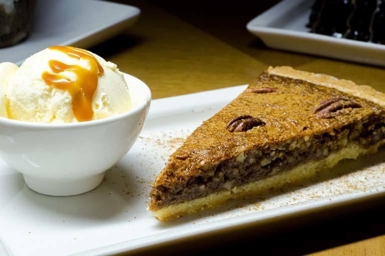 Texan pecan pie and icecream